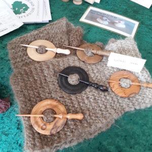 Billede af sjalsnåle fremstillet hos Allesø Husflid